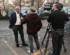 Gefragter Speaker während den Swiss Indoors Basel- Christoph Schwegler im Interview mit Stefan Plattner von Telebasel.
