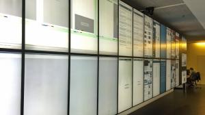 Die Videowand im Newsroom der AZ